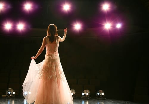 w16-2-Broadway Performer