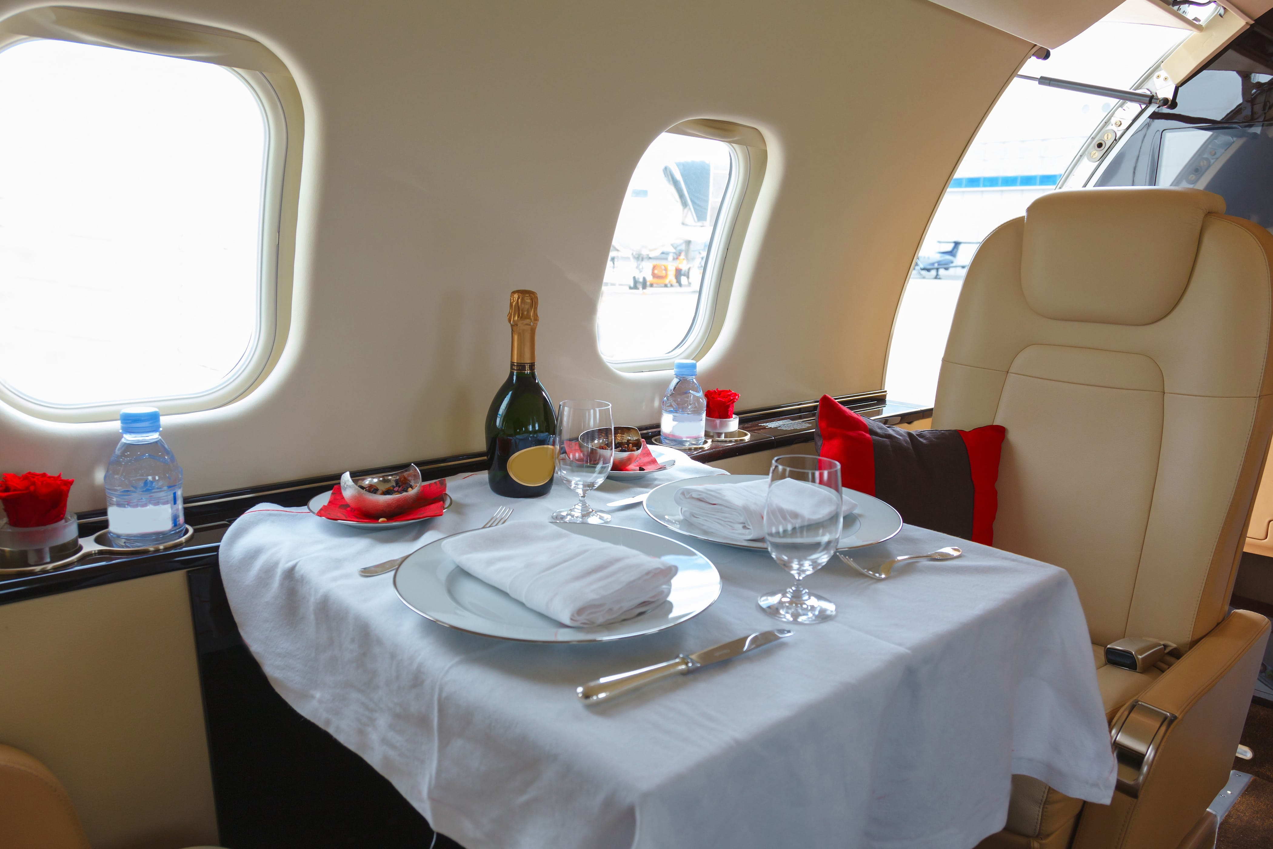 w20-1-First Class Dining Airplane
